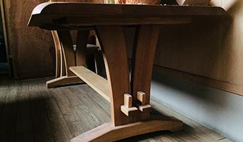 職人の手から生まれる家具